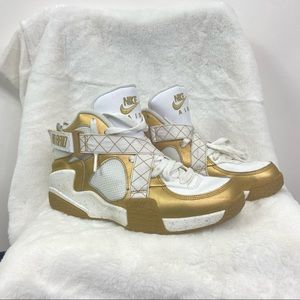 Nike Air Raid metallic gold 642330-700. Size 9